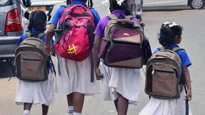assam govern give 100 rs to school girls